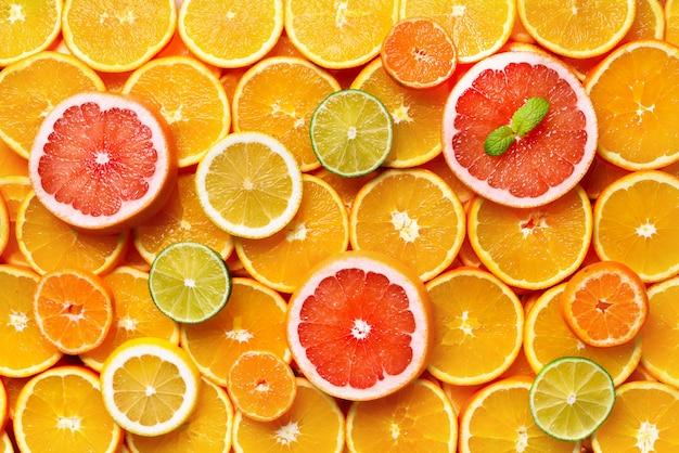 Frutas cítricas (laranja, limão, toranja, tangerina, limão). comida, conceito de vitamina, espaço de cópia,