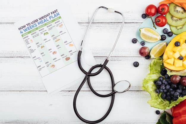 Frutas com perder peso plano e estetoscópio