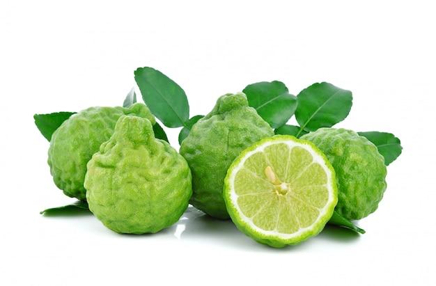 Frutas de bergamota fresca com folha isolada