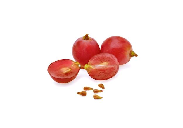 Frutas de uva isoladas em fundo branco