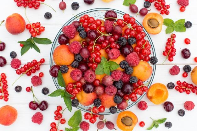 Frutas e bagas de verão.