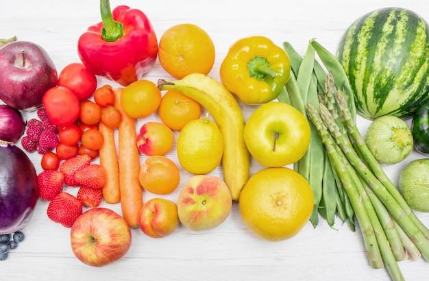 Frutas e legumes arco-íris