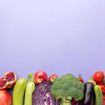 Frutas e vegetais deliciosos acima da vista