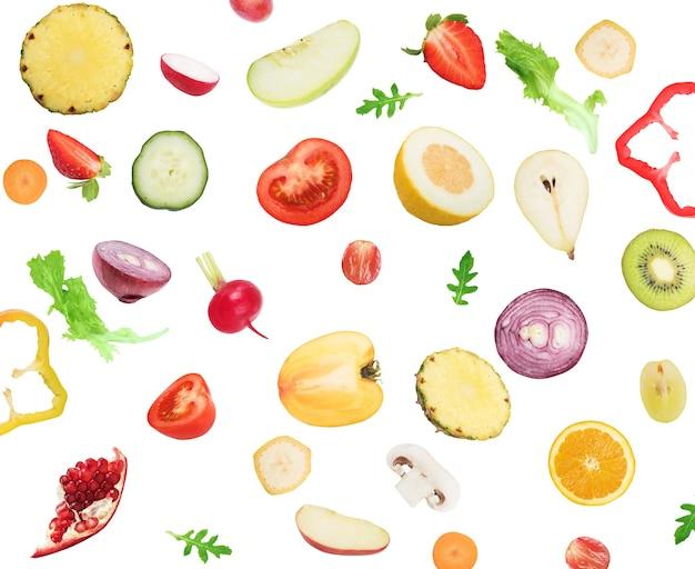 Frutas e vegetais em branco isolado. comida saudável para o conceito de bem-estar