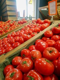 Frutas e vegetais em um mercado de fazendeiros