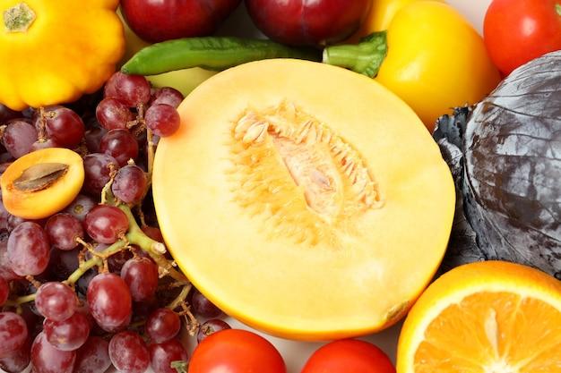 Frutas e vegetais frescos diferentes, close-up
