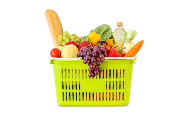 Frutas e vegetais frescos na cesta de compras