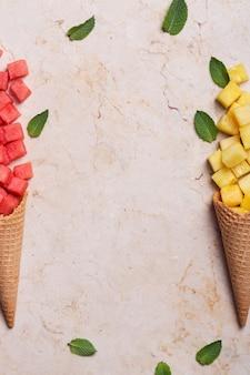 Frutas em casquinhas de sorvete