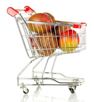 Frutas em um carrinho de metal em branco