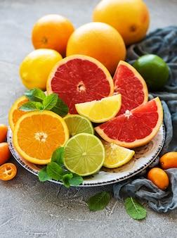 Frutas frescas cítricas