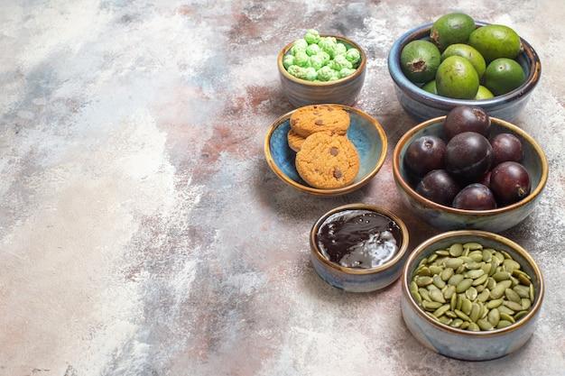 Frutas frescas com biscoitos