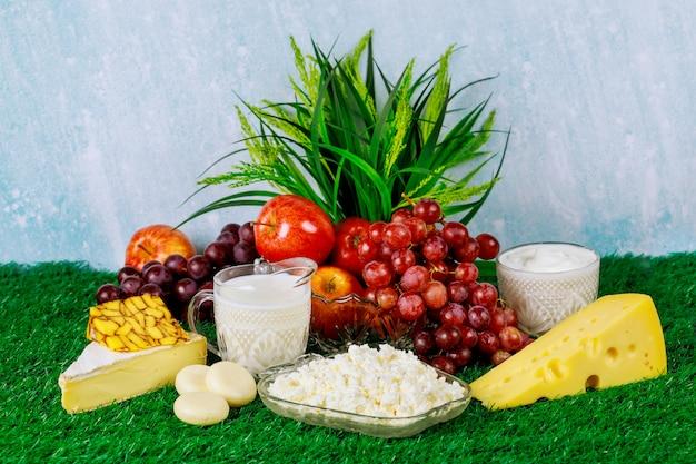 Frutas frescas e produtos lácteos