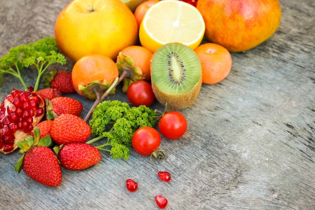 Frutas, legumes em madeira