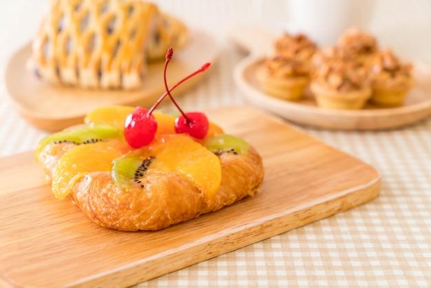 Frutas misturadas dinamarquesas com geléia
