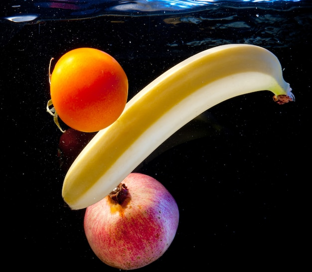 Frutas na água