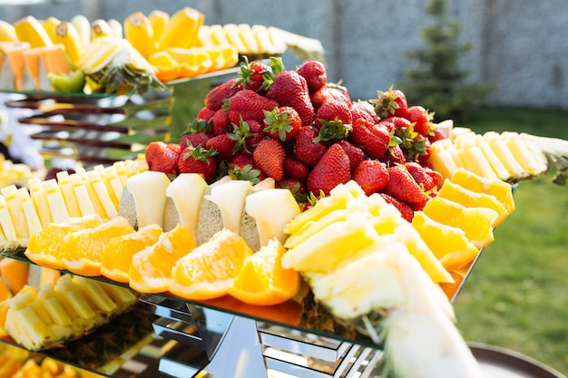 Frutas no bufê na mesa