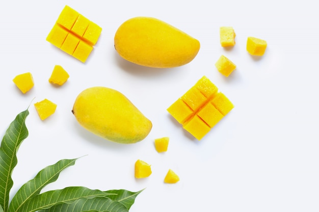 Frutas tropicais, manga em branco