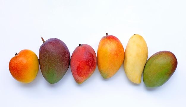 Frutas tropicais, manga em branco.