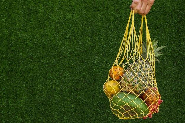 Frutas tropicais manga, mamão, abacaxi, fruta do dragão e maracujá