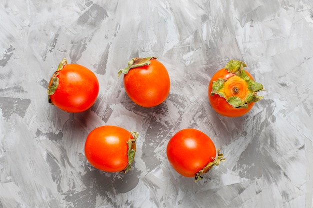 Frutos de caqui maduros orgânicos frescos.