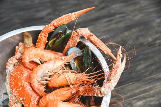Frutos do mar em um balde
