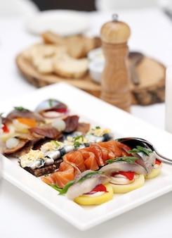 Frutos do mar em uma mesa de jantar