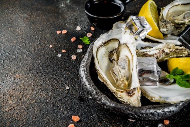 Frutos do mar frescos crus, ostras
