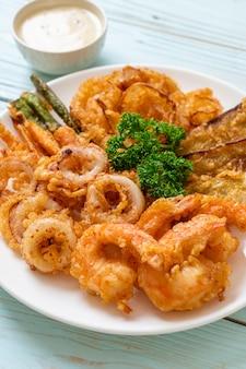 Frutos do mar fritos com vegetais mistos