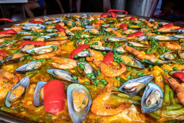 Frutos do mar na panela enorme close-up