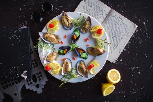 Frutos do mar na vista superior do prato