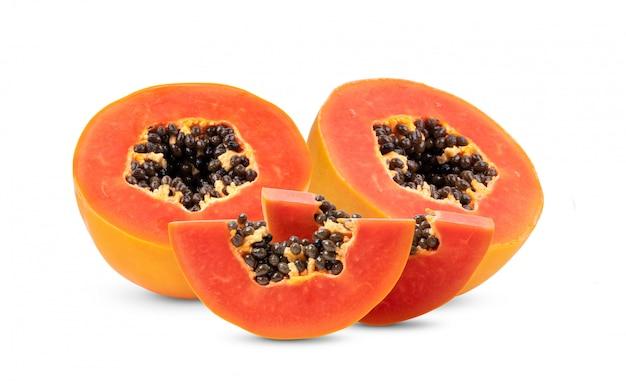 Frutos maduros de mamão com sementes