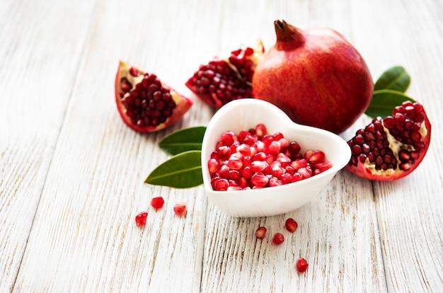 Frutos maduros de romã