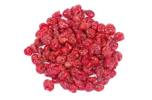 Frutos secos de cranberry isolados no branco
