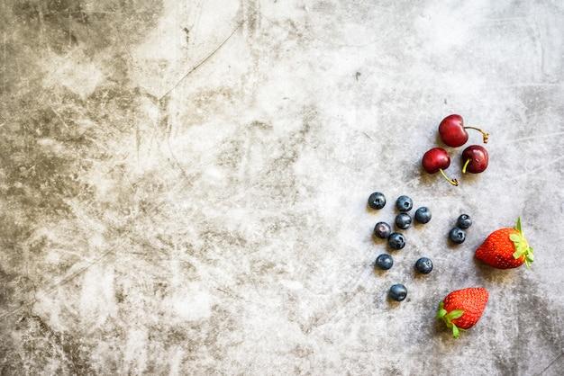 Frutos vermelhos maduros, sazonais saborosos