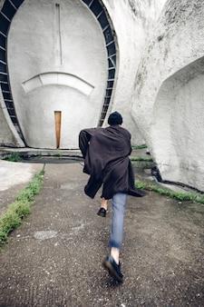 Fugir hipster. dia chuvoso