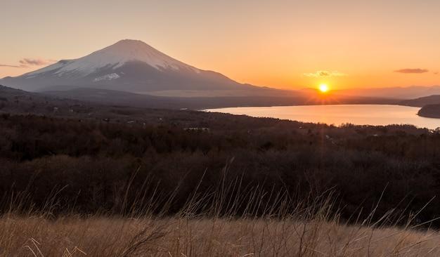 Fuji montanha, de, pôr do sol, em, panoramadai, yamanakako, lago