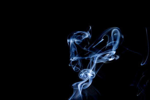 Fumaça abstrata de joss stickon fundo preto