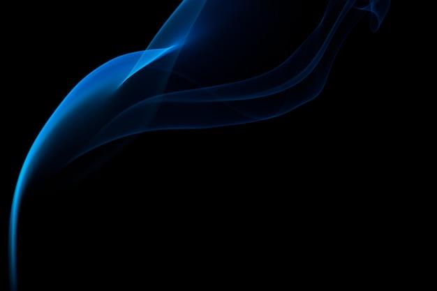 Fumaça colorida em um preto