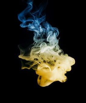 Fumaça de cor brilhante e bonita abstrata