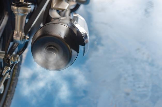 Fumaça de escape da motocicleta