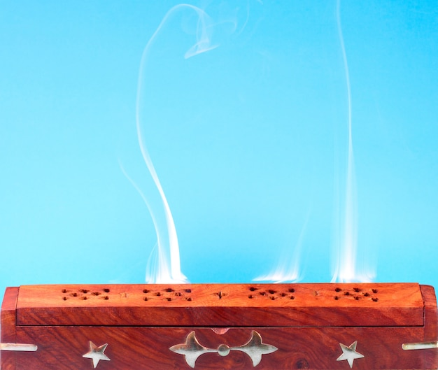 Fumaça de incenso indiano