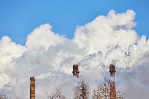 Fumaça e poluição. emissões prejudiciais para o meio ambiente