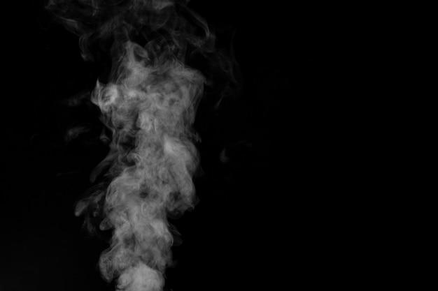 Fumaça percebida em um fundo escuro
