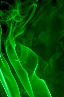 Fumaça verde em fundo preto