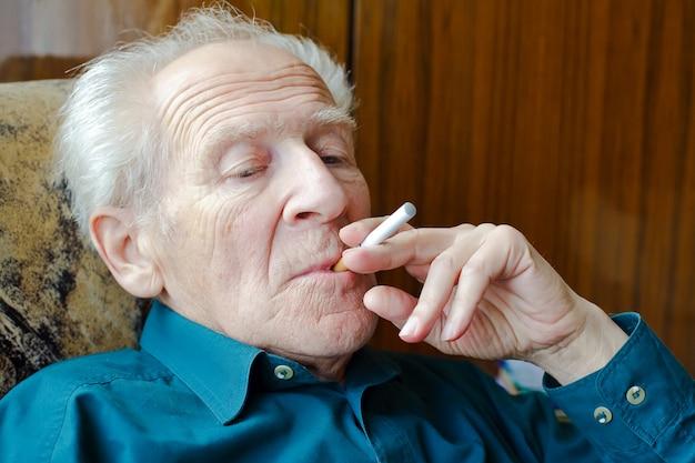 Fumando cigarro eletrônico