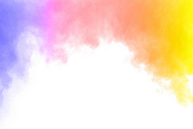 Fumo abstrato da cor no fundo branco. nuvens de fumaça de cor abstrata.