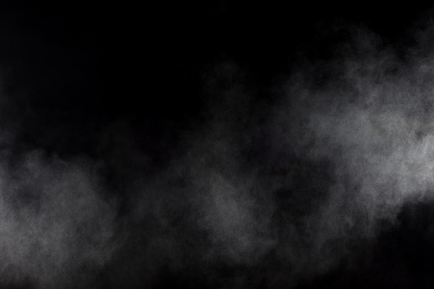 Fumo abstrato no fundo preto. nuvem de fumaça branca.