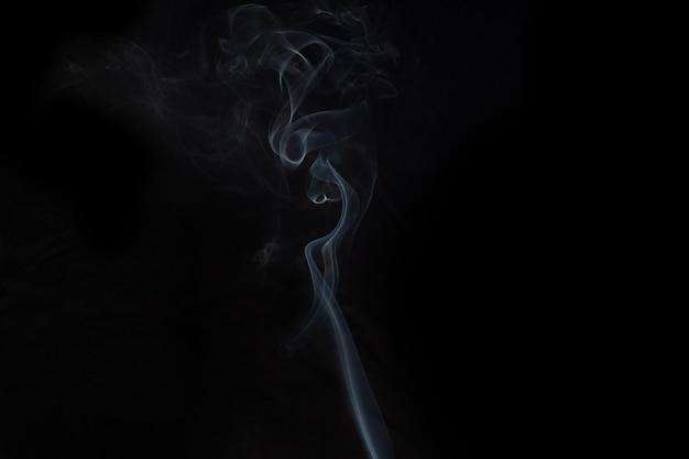 Fumo com fundo preto