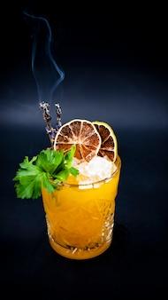 Fumo de coquetéis laranja