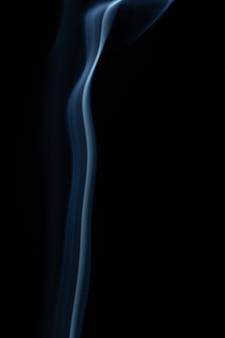 Fumo em fundo preto